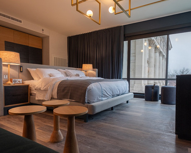 Twofold Studio brought bright and modern furnishings to the Oaklander Hotel's interior design aesthetic.