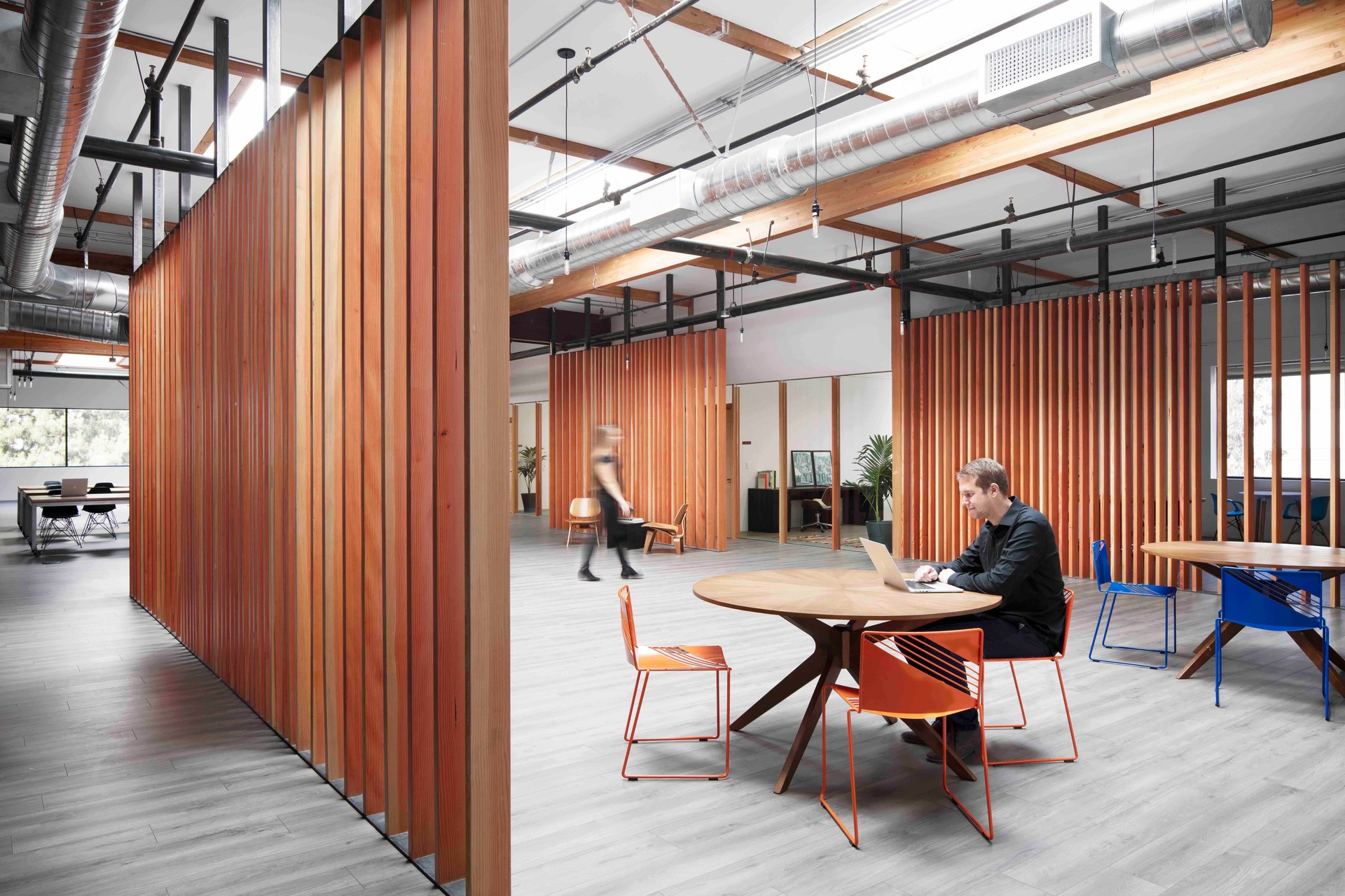 The new innovation hub is housed in an existing tilt up construction warehouse. The 21,000 square foot co-working space includes open work areas, two shared kitchens, meeting spaces, private offices and a large gathering and presentation area for events.