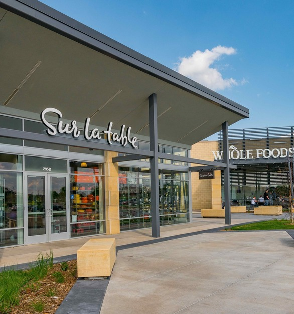 Vetter Stone's Minnesota Stone in Glacier Buff color was used for the CityPlace shopping center in Woodbury, Minnesota.