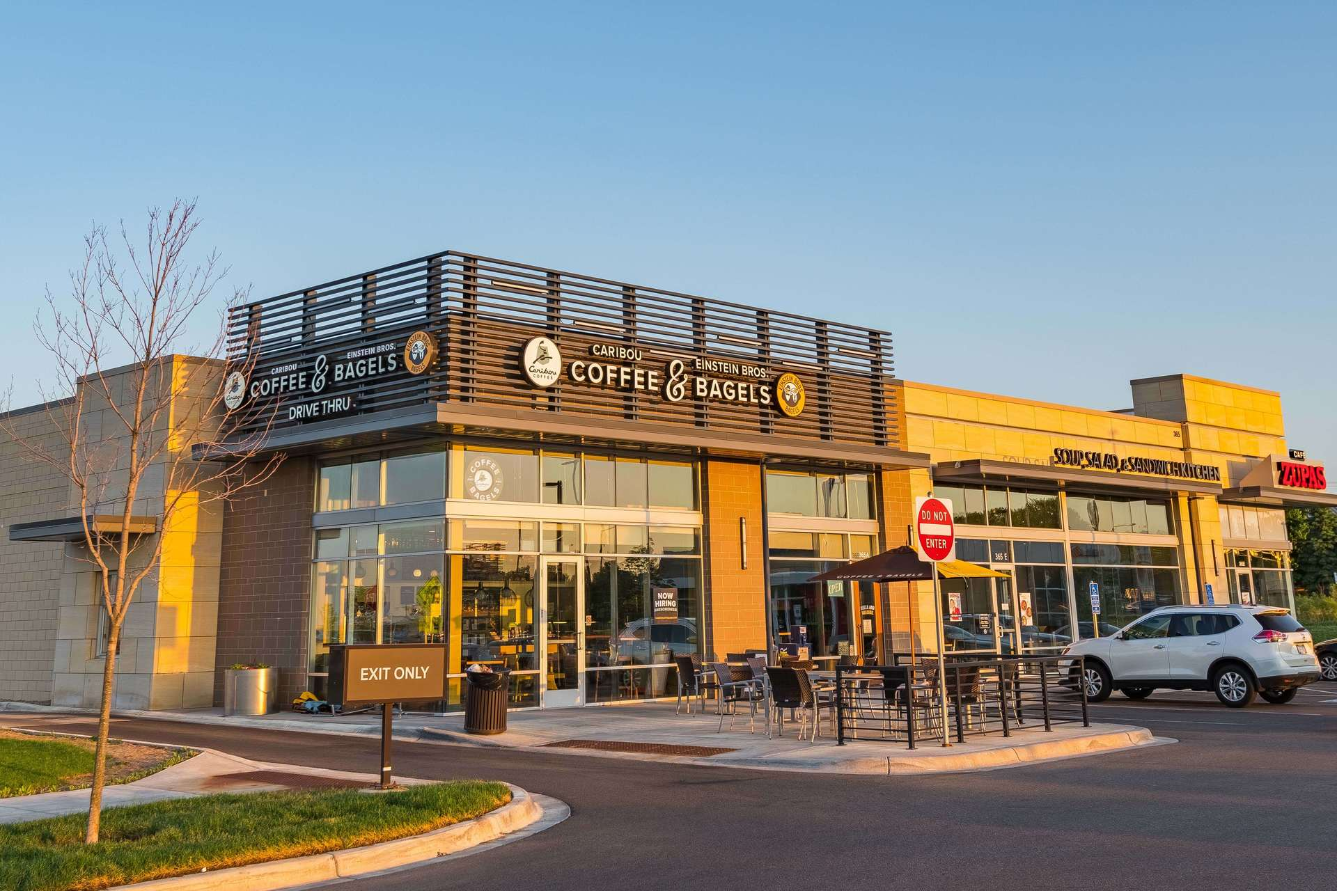Vetter Stone's Glacier Buff is a dolomitic limestone with a warm, light ochre background and subtle white to beige colored veining. Seen here at CityPlace in Woodbury, Minnesota.  Photo credit: Elion Partners
