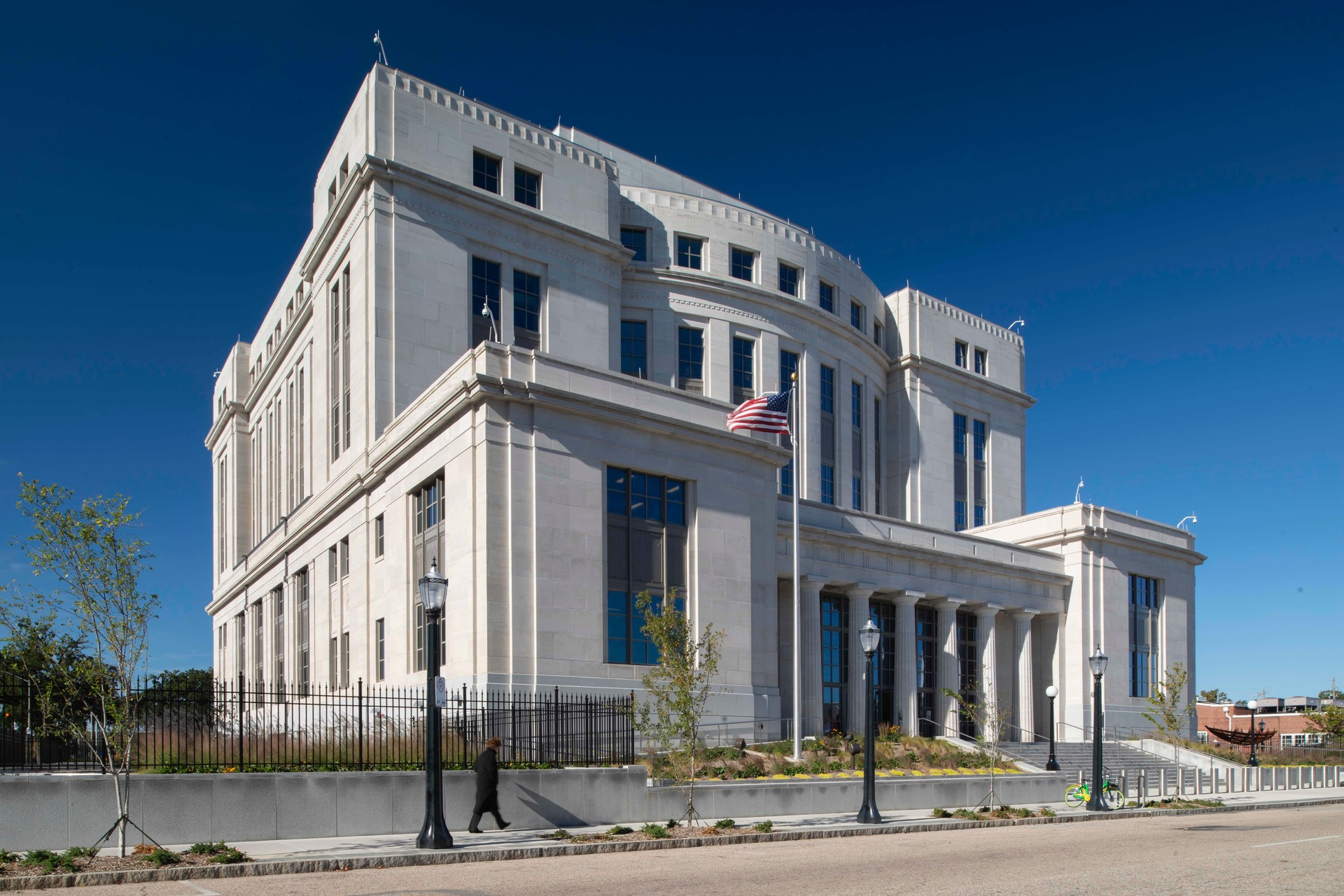 Vetter Stone's Alabama Stone in Silver Shadow color is a stunning and natural look to any building. Seen here on the exterior of the Mobile Courthouse in Alabama.  Photo Credit: Hartman-Cox Architects
