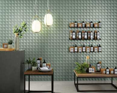 A wall mosaic made of matte Sage Mosaico Flag 30,5x30,5 and metalized triangular tiles.