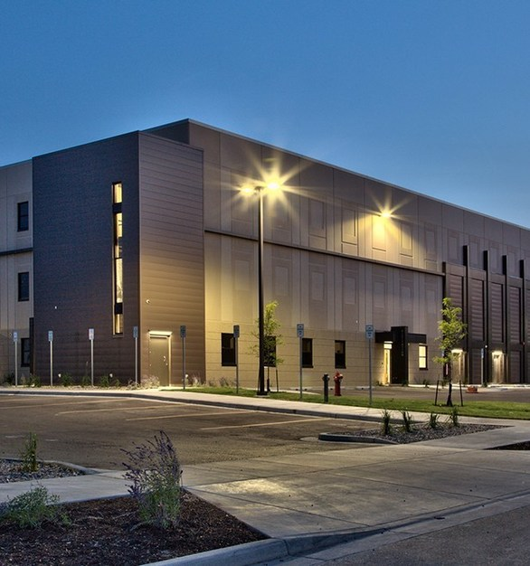 Rapidly expanding Williams County determined it was time to expand their overcrowded jail and Law Enforcement Center facility located downtown. Wells Concrete provided more than 36,000 square feet of precast concrete including double tee roof pieces and insulated exterior wall panels.