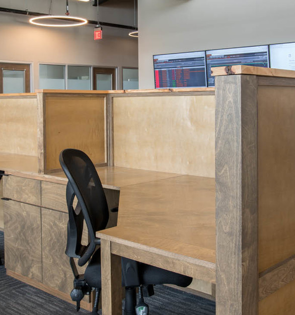 This comforting space gives your employees a home away from home and promotes collaboration. The system is flexible and can accommodate a variety of configurations.
