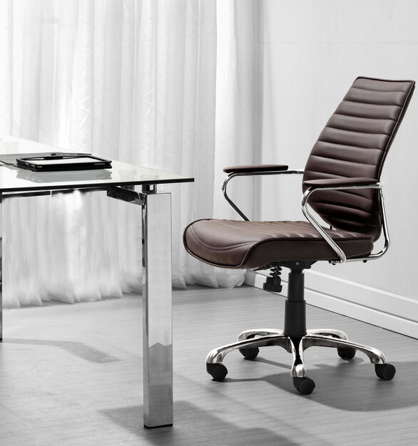 Be the captain of your office with the Enterprise Low Back Office chair by ZUO Modern.